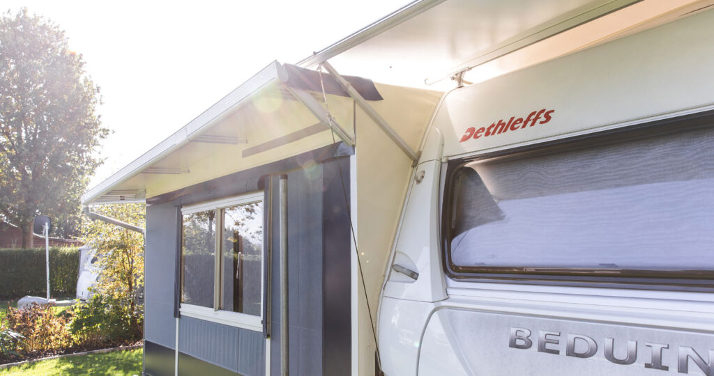 Protective-roof-caravan-sun-reflective