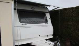 Protective-roof-on-a-caravan